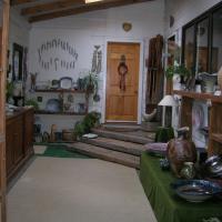 Mirek smisek & Pamella Annsouth Pottery studio